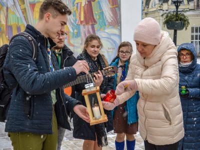 Мінветеранів та родини загиблих захисників України прийняли від пластунів Вифлеємський вогонь миру