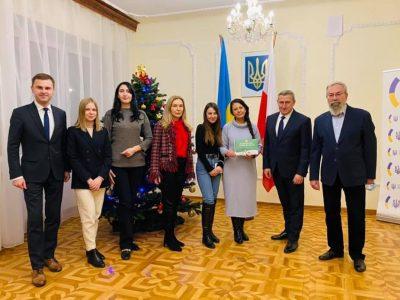 Українські волонтери акції «Свята без тата» розпочали благодійний аукціон