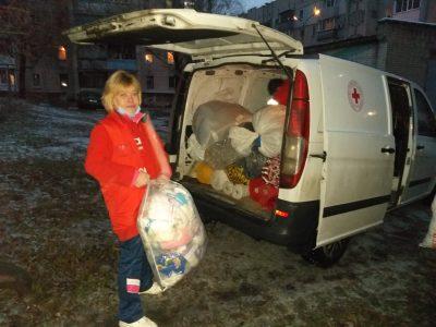Сумські ветерани та волонтери Червоного Хреста допомагають постраждалим від масових пожеж на Луганщині