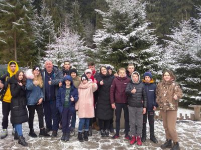 Діти учасників АТО/ООС з Тернополя вирушили на зимовий відпочинок у Карпати