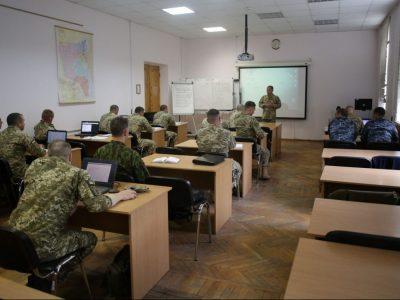 Які вимоги до освіти сержантського складу існують на сьогодні?