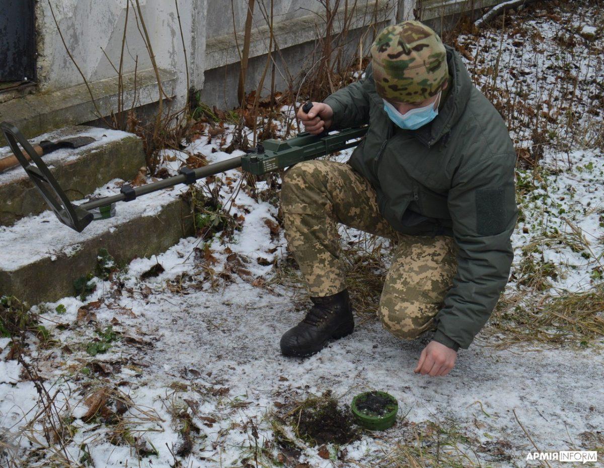 Воїни ССО, попри холоднечу, вдосконалюють вишкіл у тактиці малих підрозділів
