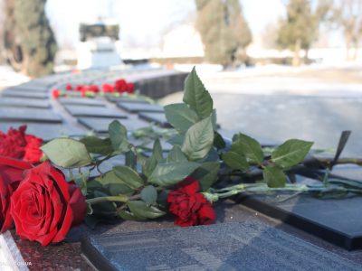 Громада Миколаєва разом з військовими гарнізону вшанувала пам'ять захисників Донецького аеропорту