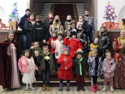 «Свята без тата»: 3500 діток загиблих Героїв отримають подарунки від українців з-за кордону