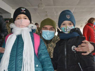Діти військових отримали різдвяні іменні подарунки від Української діаспори з Іспанії та США