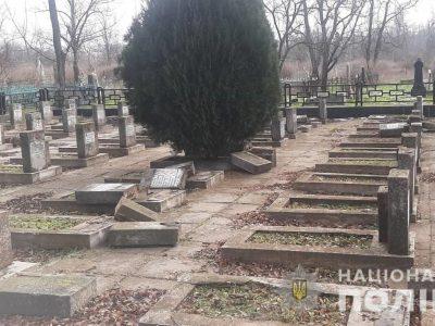 У Херсоні вандали розгромили поховання воїнів-визволителів