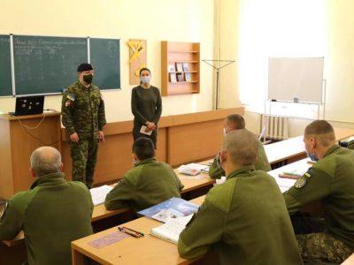 Представники місії UNIFIER розповіли курсантам-десантникам, як ефективно вести наступ та знищувати об'єкт у тилу противника