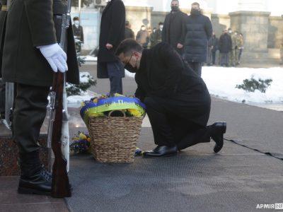 Президент Володимир Зеленський ушанував пам'ять захисників ДАПу в Міноборони
