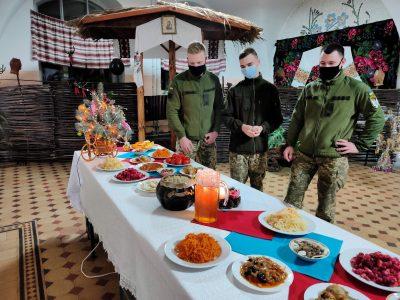 Як без п'яти хвилин лейтенанти-зв'язківці святкують «на казармі» народження Ісуса Христа
