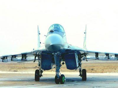 У бригаді тактичної авіації в складних метеоумовах провели першу льотну зміну