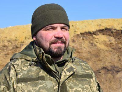 Почавши служити у військкоматі, старший сержант Сергій Кузик попросився знову на передову