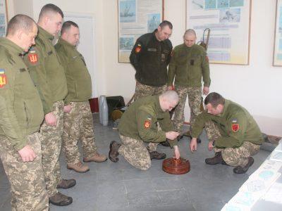 Обережно – міни: правильно поводитися з вибухонебезпечними предметами навчають і ракетників