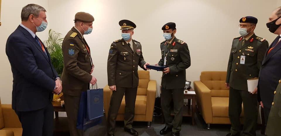 У рамках зброярського форуму в ОАЕ відбулася зустріч командувачів Сухопутних військ ЗС України та ЗС Об'єднаних Арабських Еміратів