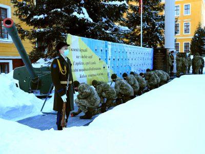 У Національній академії сухопутних військ вшанували пам'ять випускників: капітана 3-го рангу Дмитра Лабуткіна, капітана Юрія Бутусова і старшого лейтенанта Романа Тимошенка