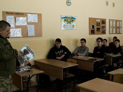 У Львівських школах за участю журналістів АрміяInform проходять уроки гідності в пам'ять про героїв Небесної Сотні
