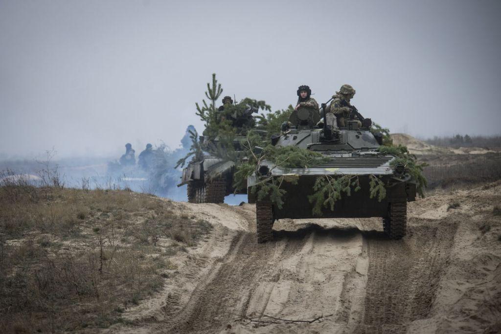 Механізовані батальйони холодноярців тренуються на полігоні і вдень і вночі