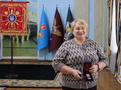 Ця жінка-волонтер подолала тисячі кілометрів дорогами Донбасу