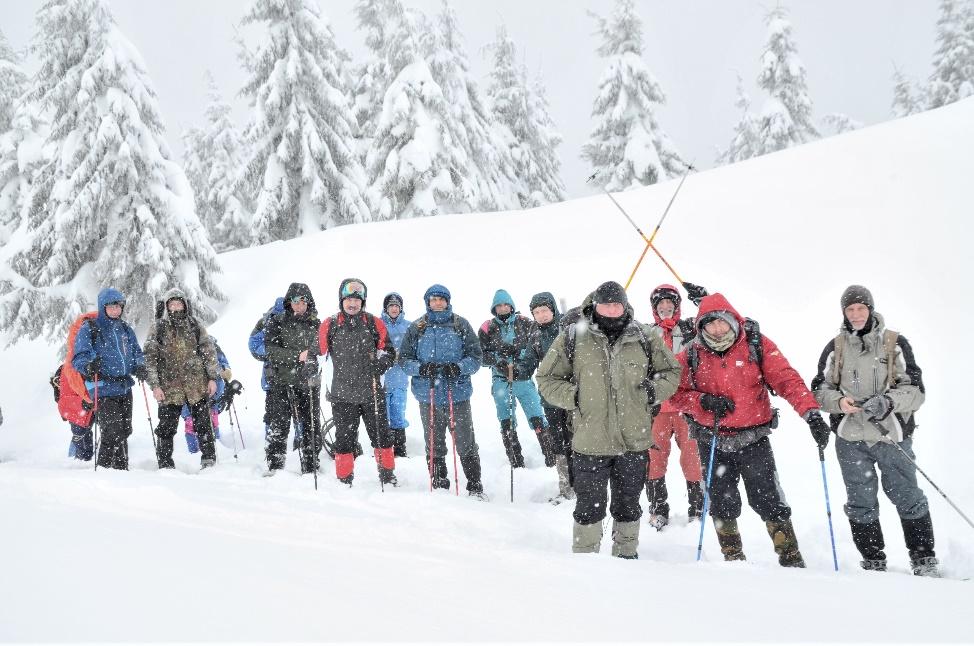 Сходження на одну з найвищих вершин українських Карпат із прапором України здійснили 14 ветеранів
