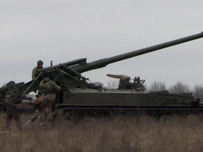Навчання під Кримом: артилеристи відпрацювали навички бойової стрільби