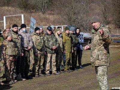 Харківських тероборонівців обкатали танками, а їхні полтавські колеги вдосконалили стрілецькі навички