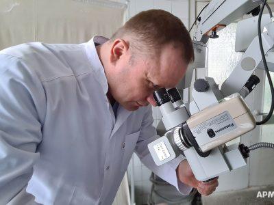 У межах проекту «Допомога Схід» українським військовим медикам було передано потужні мікроскопи