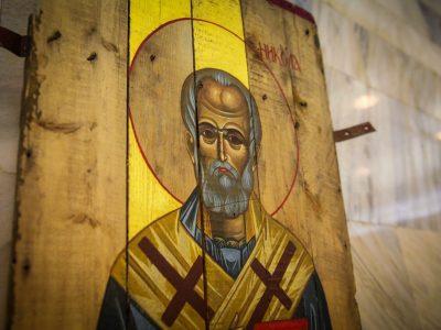 В «Укроборонпромі» відкрилась виставка «Ікони на ящиках з-під набоїв»
