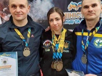 Сім золотих медалей виборола курсантка Анжеліка Намєснік на чемпіонаті України з гирьового спорту