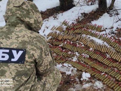 СБУ виявила схрон зі снарядами далекобійної артилерії