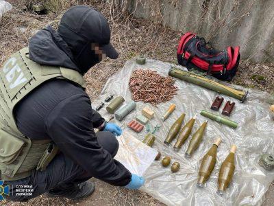 На Донеччині виявлено ворожий схрон із тротилом і мінами, який планувався для диверсії