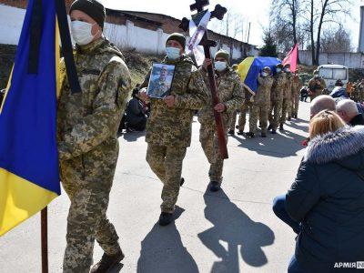 У Хмельницькому провели в останню путь молодшого сержанта Віктора Пасєку
