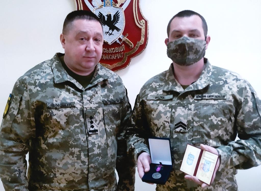 Воїн із Прикарпаття отримав українське «Пурпурове серце»