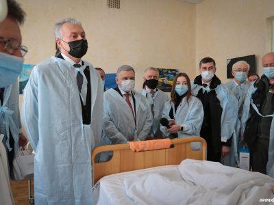 Президент Литви таМіністр оборони України відвідали поранених українських захисників уголовному військовому госпіталі