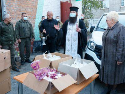 Святкові подарунки та волонтерська допомога від вінничан вирушили на передову