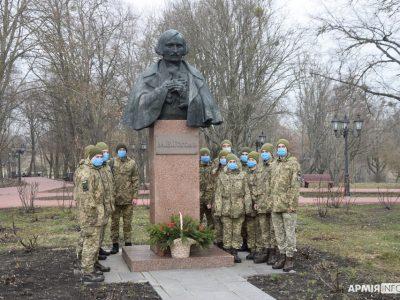 На Полтавщині курсанти-зв'язківці відзначили 212-ту річницю від дня народження Миколи Гоголя