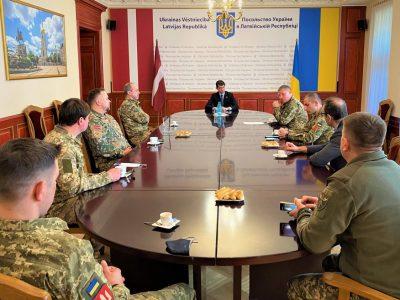 Представники Збройних Сил України відвідали Посольство України в Ризі
