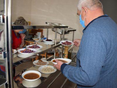 У Полтавському військовому госпіталі не тільки професійно лікують, а й смачно годують