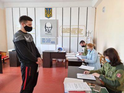 Миколаївщина відправила у війська перші команди призовників