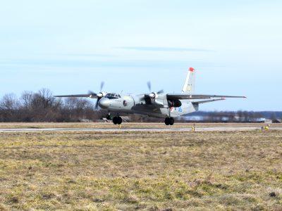 На Вінниччині курсанти-льотчики опановують військові транспортники