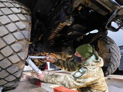 Військові інженери готують техніку до південної спеки