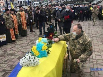 У Чернівцях попрощалися із загиблим у районі ООС Олексієм Мамчієм