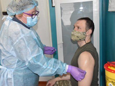 На Хмельниччині вакциновано вже понад 400 військовослужбовців