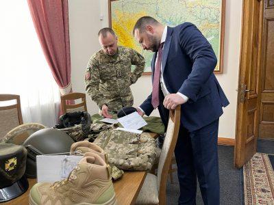 Для військовиків планують закупити близько 220 тисяч пар нових літніх черевиків
