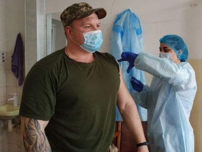 На Донеччині триває вакцинація військовослужбовців проти COVID-19