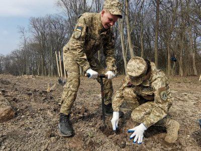«Мільйон дерев за день»: курсанти доєдналися до Всеукраїнського марафону
