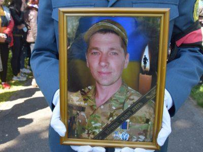Полтавщина попрощалась з полеглим на Донбасі воїном Юрієм Опришком