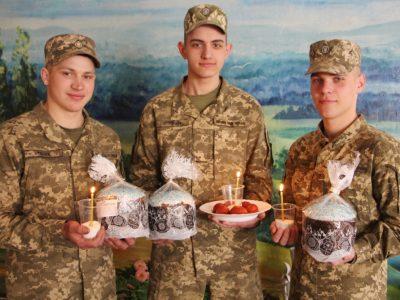 У Рівненському гарнізоні військових частують запашними пасками, випеченими за домашнім рецептом