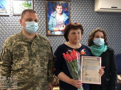 На Одещині військові зі словами вдячності завітали до матері загиблого захисника