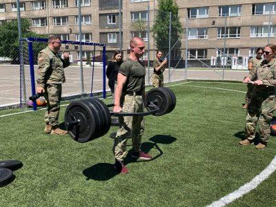 Як наші майбутні сержанти тест з фізпідготовки армії США випробували