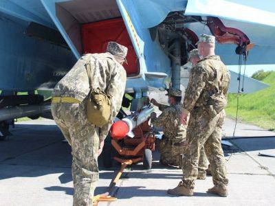 Українські винищувачі відбили умовну атаку противника з повітря