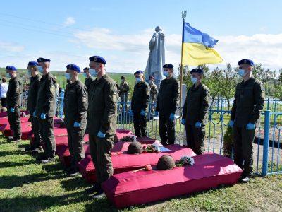 На Донеччині перепоховали 99 воїнів, які загинули в роки Другої світової війни